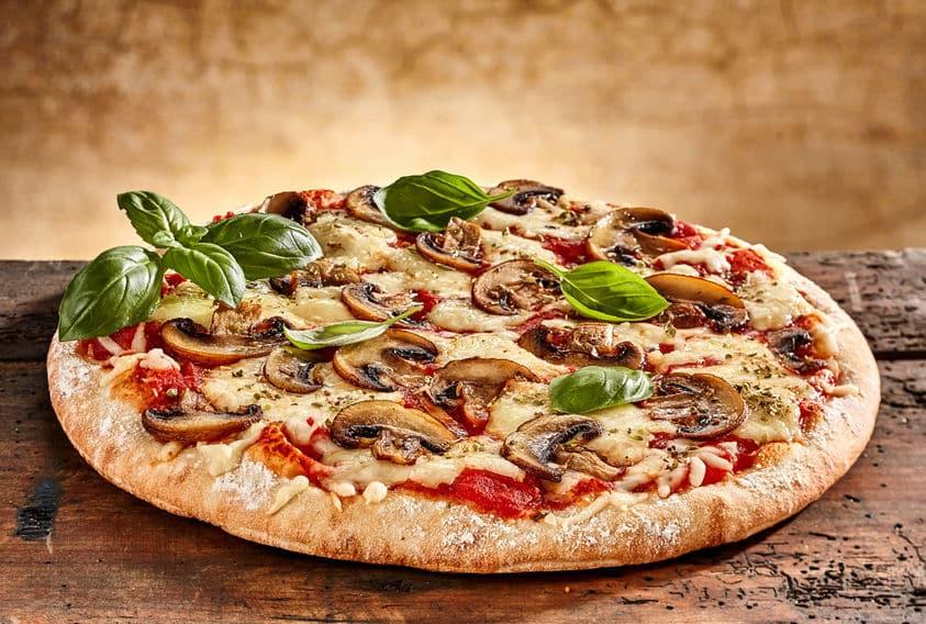 Quels sont les avantages d'un four à pizza à bois?