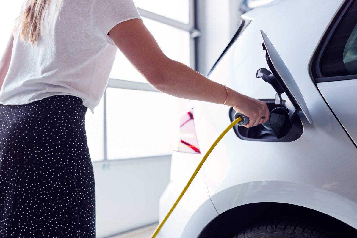 Les avantages à faire installer une borne de recharge de véhicule électrique chez soi