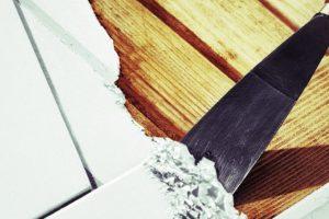 Comment enlever de la peinture sur du bois?