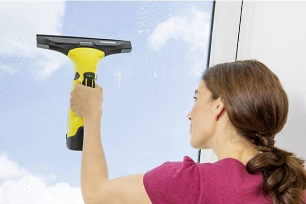 Comment nettoyer une baie vitrée inaccessible ?